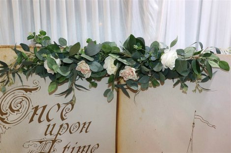 Artificial Rose Garland for Easel - Minnie