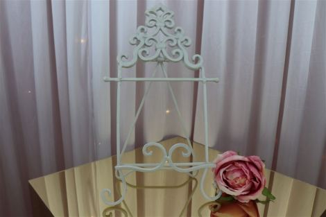 Cream Vintage Table-Top Easel